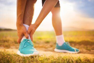 Uszkodzenie więzozrostu, wysokie skręcenie stawu skokowego